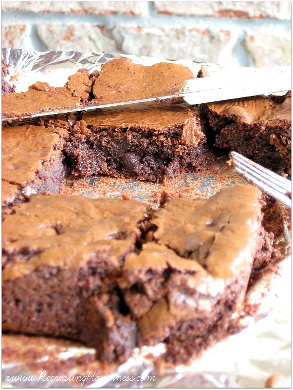 Gluten Free Fudgy Brownies | Simple: uses just almond flour | http://recreatinghappiness.com